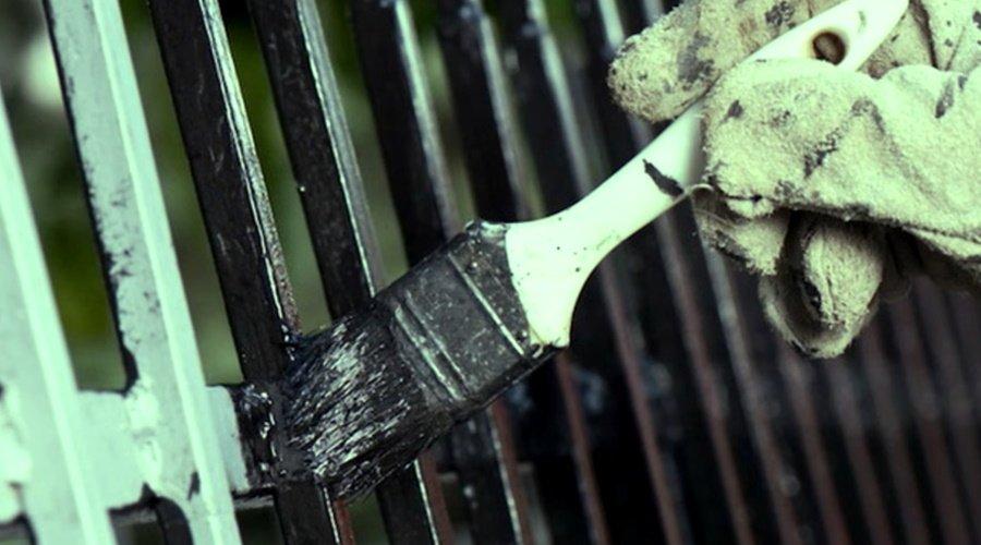 Надежный способ покрасить металл, если лень чистить его от ржавчины