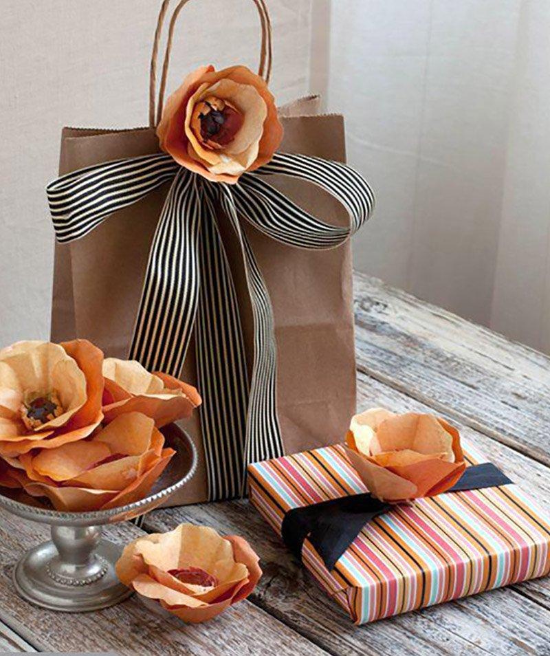 как красиво упаковать подарок в пленку