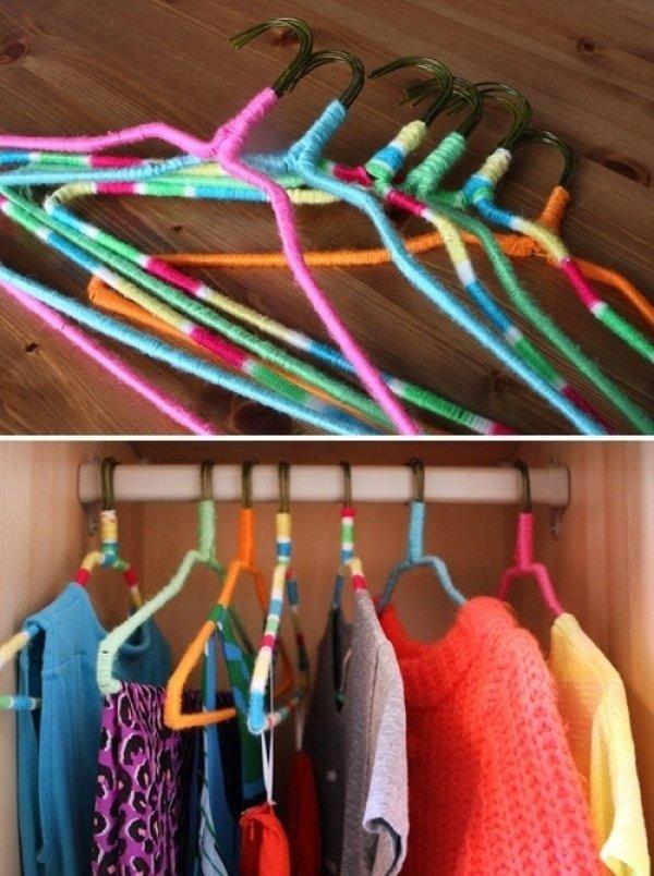 обмотанные нитками вешалки