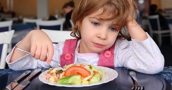 Кормим ребенка правильно! 4 ошибки, которые совершают родители.