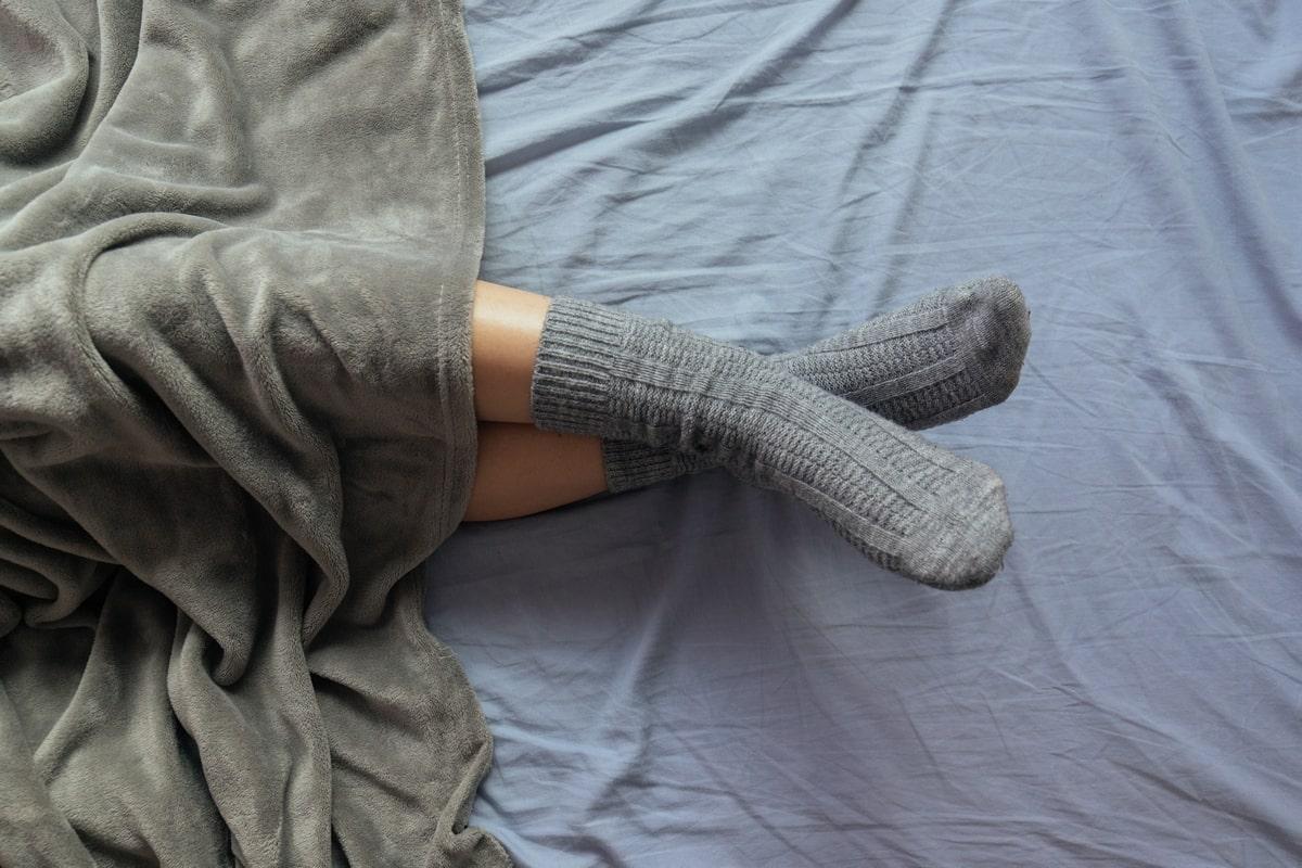 Подруга оказалась провидицей, еще в 90-х носила шерстяные носки с туфлями-лодочками