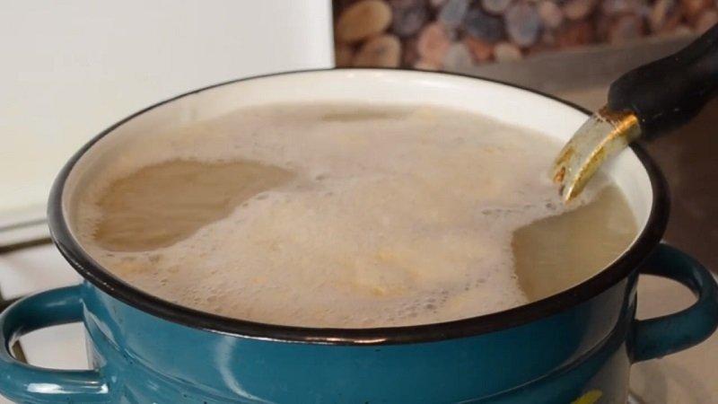 как очистить чугунную сковороду от гари