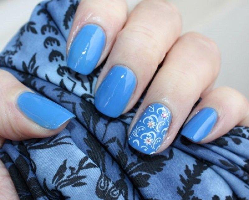 Фото ногтей синего цвета с другими