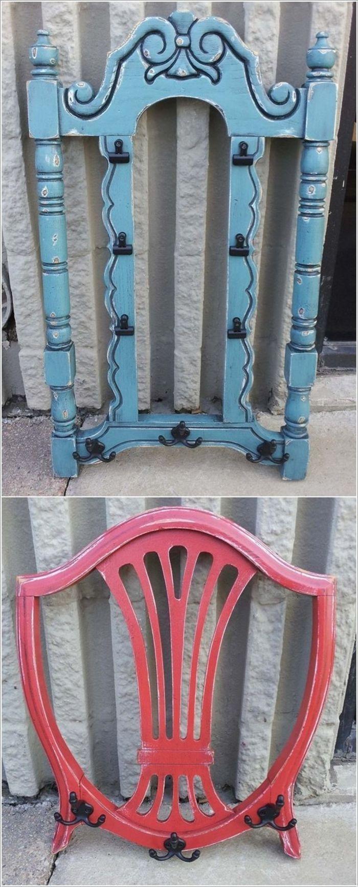 вешалка для одежды из стульев