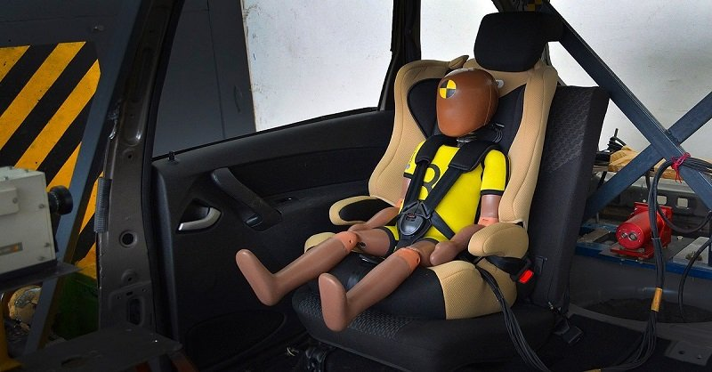 безопасность детей в автомобиле