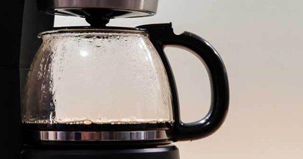 Ты даже не подозреваешь, что ежедневно пьешь кофе с бактериями и плесенью… Как же очистить кофеварку?