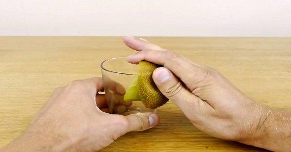 Отличное решение! Самый простой и быстрый способ почистить киви, манго и авокадо.
