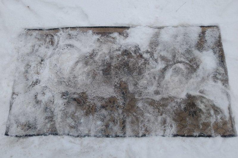 Молодой квартирант показывает, как очистить ковер старым дедовским методом Советы,Квартира,Ковры,Лайфхаки,Снег,Уборка