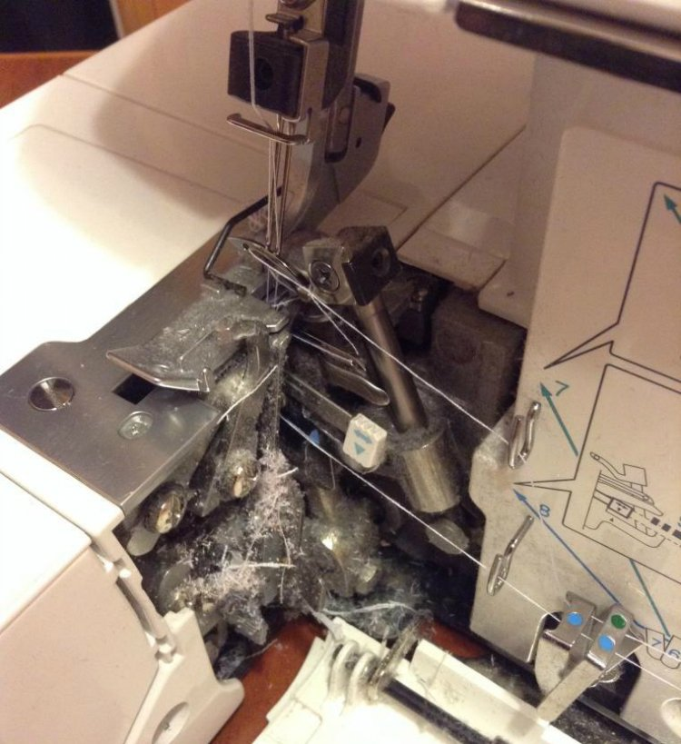 пыль в швейной машинке