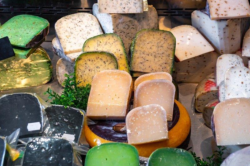 как подать сырную тарелку