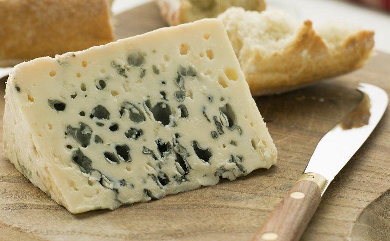 как правильно подавать сыр с плесенью