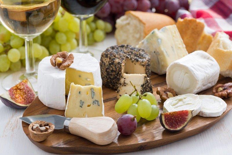 как подать сыр с плесенью
