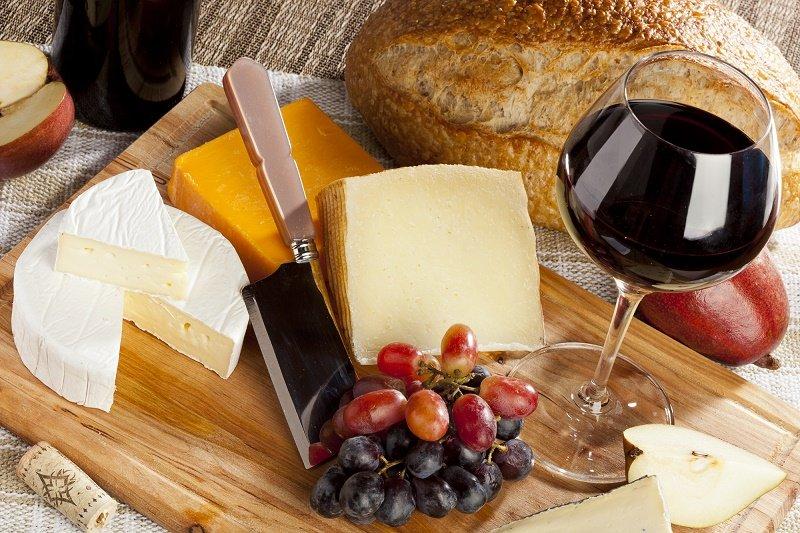 как подавать сыр к вину