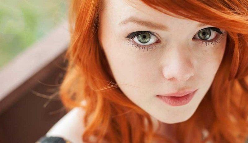 рыжие волосы и зеленые глаза
