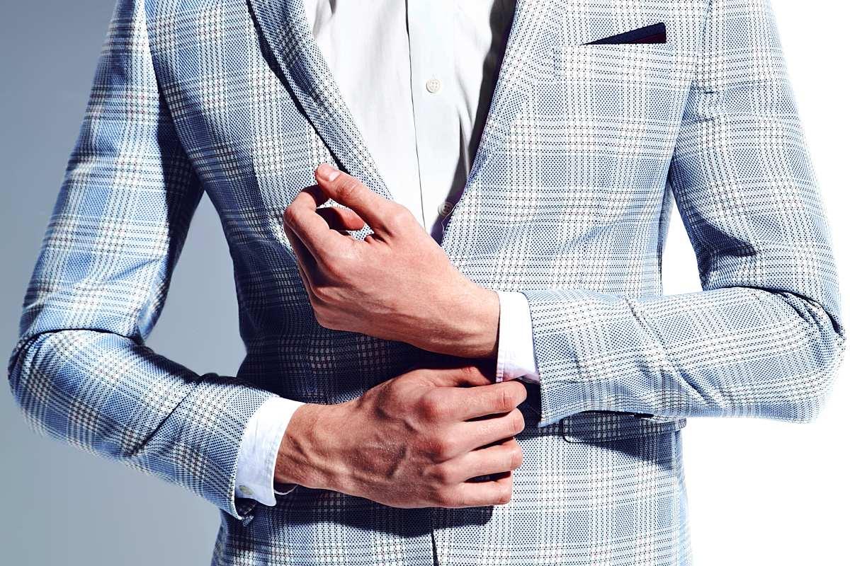 Нашла пиджак для мужа, что сидит идеально, будто в день нашей свадьбы пиджак, пиджака, должен, подобрать, должна, свободно, правильно, немного, правило, играют, расстегнутой, который, Однако, рекомендации, Когда, пуговицу, рукав, верхнюю, оказаться, помогут