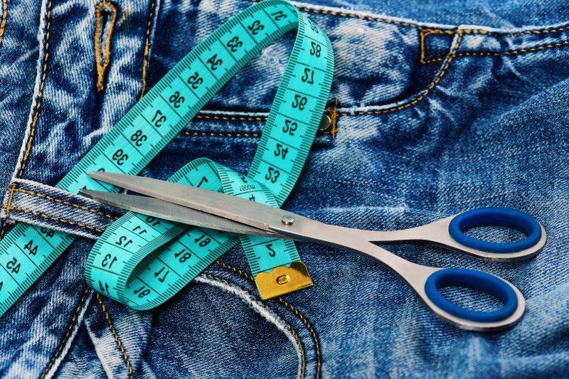 как подшить джинсы дома
