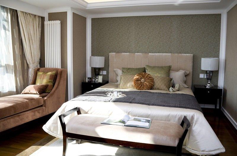 как лучше поставить кровать в спальне
