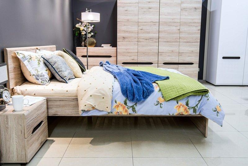как надо поставить кровать в спальне