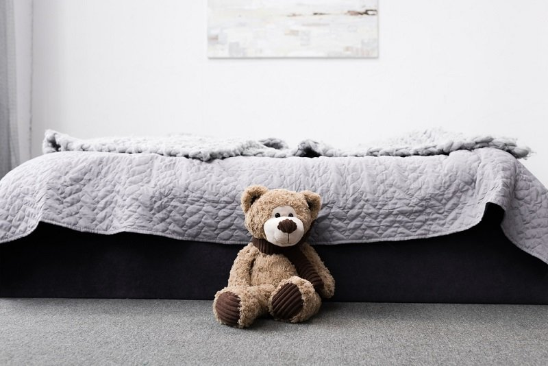 как можно поставить кровать в спальне