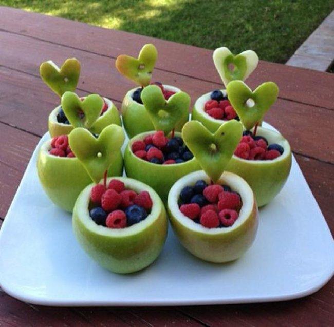яблочные корзинки с ягодами