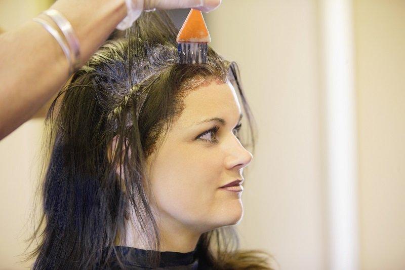 красить корни волос