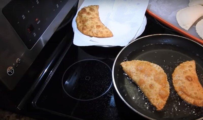 як приготувати чебуреки смачно