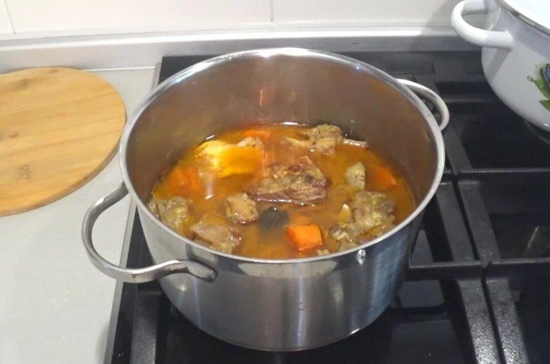 Родилась и выросла на Кавказе, показываю, как у нас готовят говяжьи ребра, чтобы мясо отделялось от кости