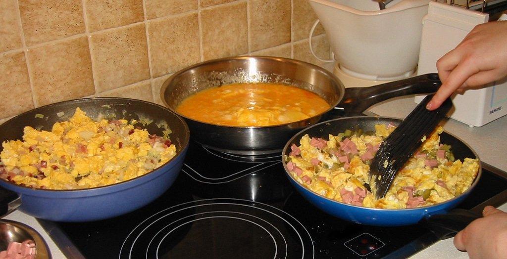 Секреты классического завтрака. 7 ошибок, которые мы совершаем при приготовлении яичницы-болтуньи.
