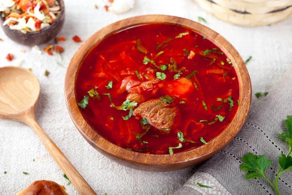Рецепт одесского борща, что не станет похож на щи, а будет ярко-красным