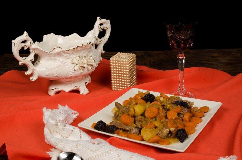 Цимес: традиционное еврейское блюдо! Можно есть холодным и горячим, как десерт и с мясом, картофелем, бобовыми.