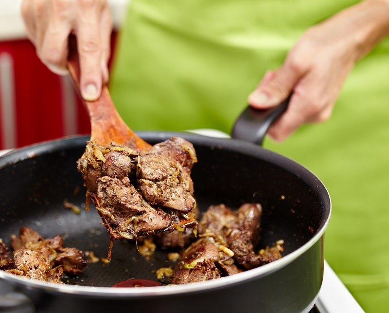 как приготовить сочную свиную печень