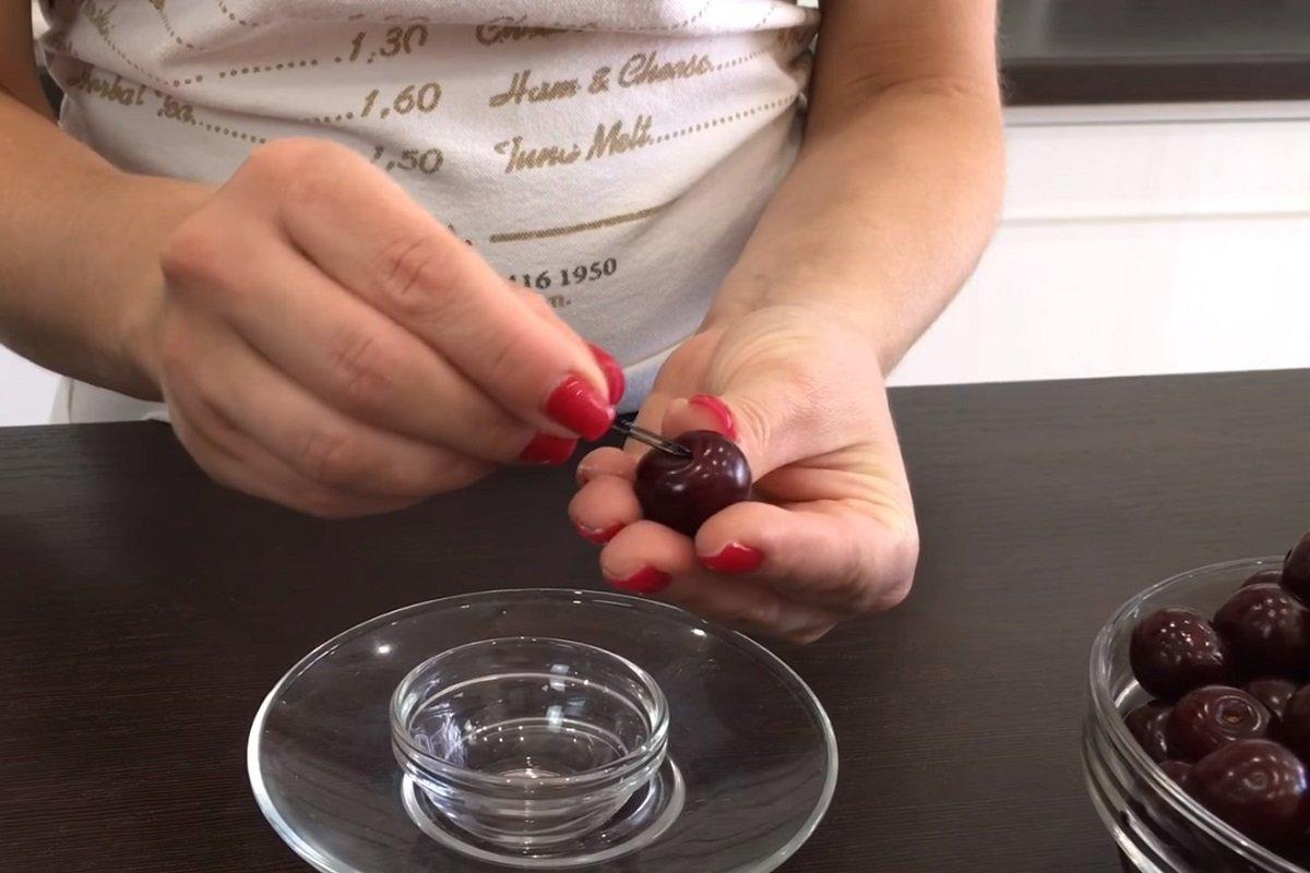 Как приготовить вареники с вишней и не сделать при этом ошибок