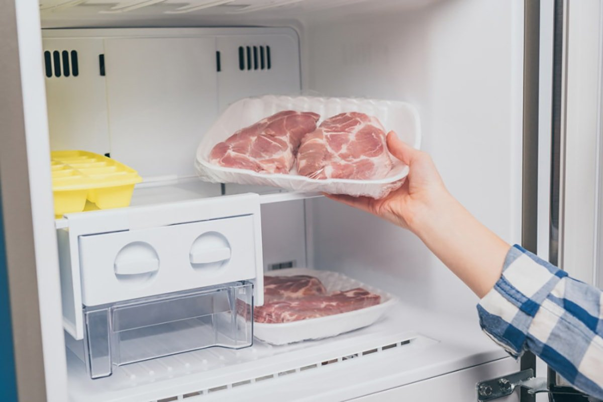 мясо в морозилке