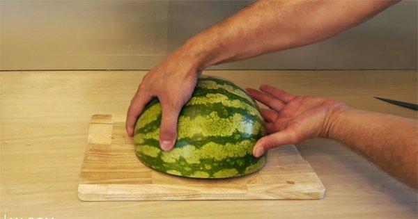 Когда ты это увидишь, ты больше никогда не будешь резать арбуз по-другому!