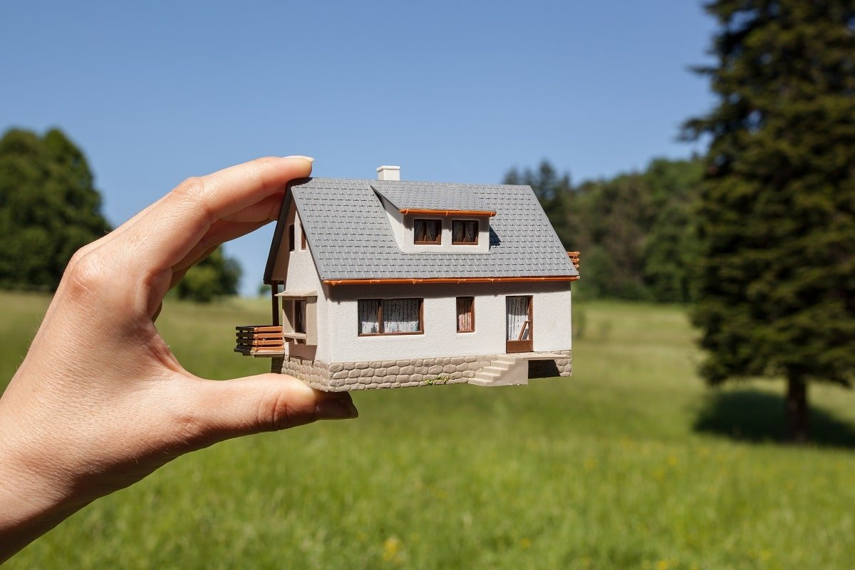 Возможно ли построить дом с одной зарплаты