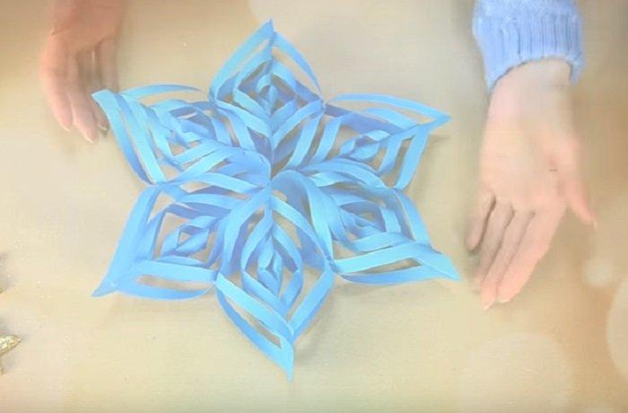 как сделать снежинку из проволоки и мишуры