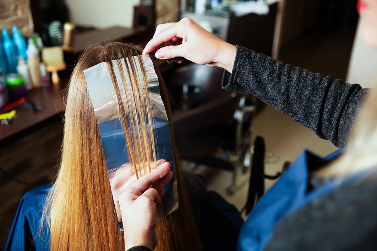 О чём не догадываются женщины, когда идет на мелирование в парикмахерскую