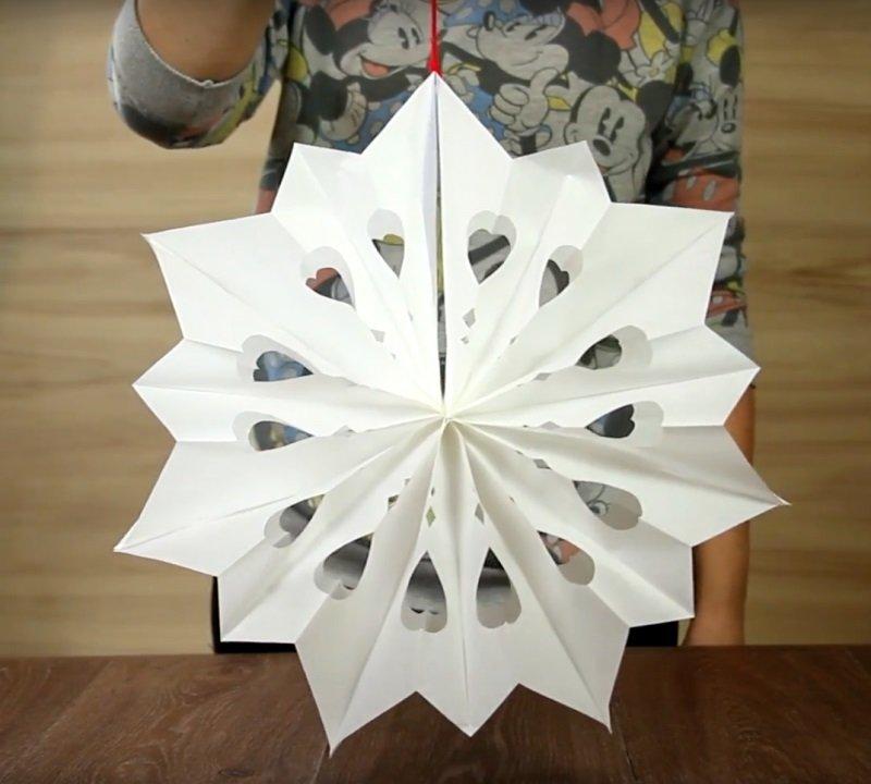 Безумно красивые объемные снежинки из бумаги... Просто, быстро и увлекательно. Создай дома сказку!