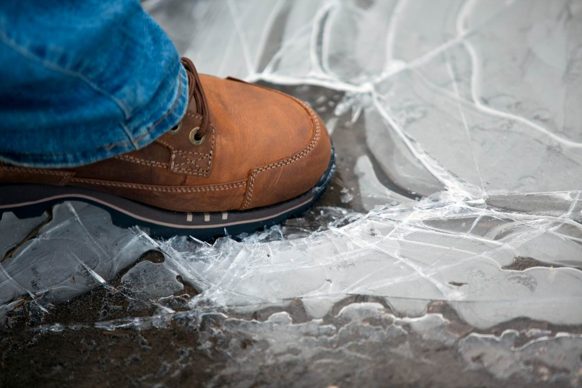 как сделать зимнюю обувь нескользкой