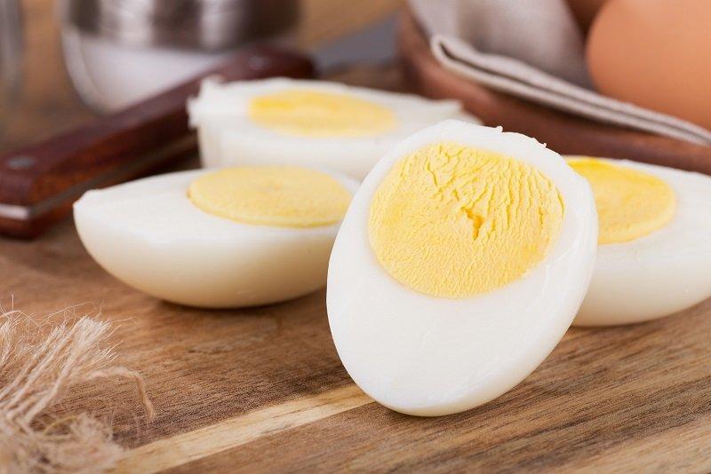 как правильно резать яйца для салата