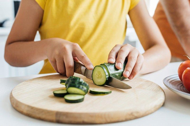 как резать огурцы для салата