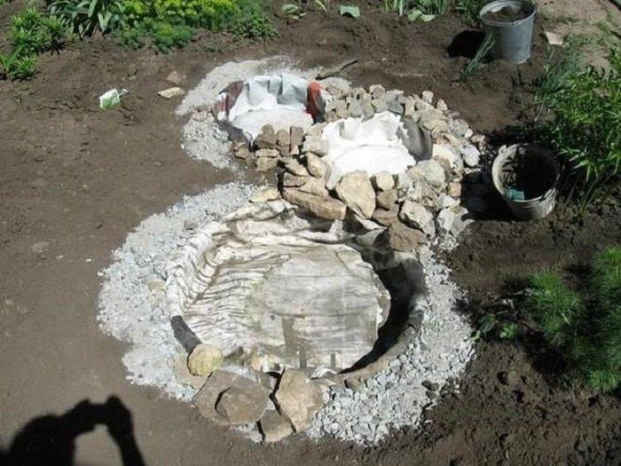 декоративный пруд из старых шин