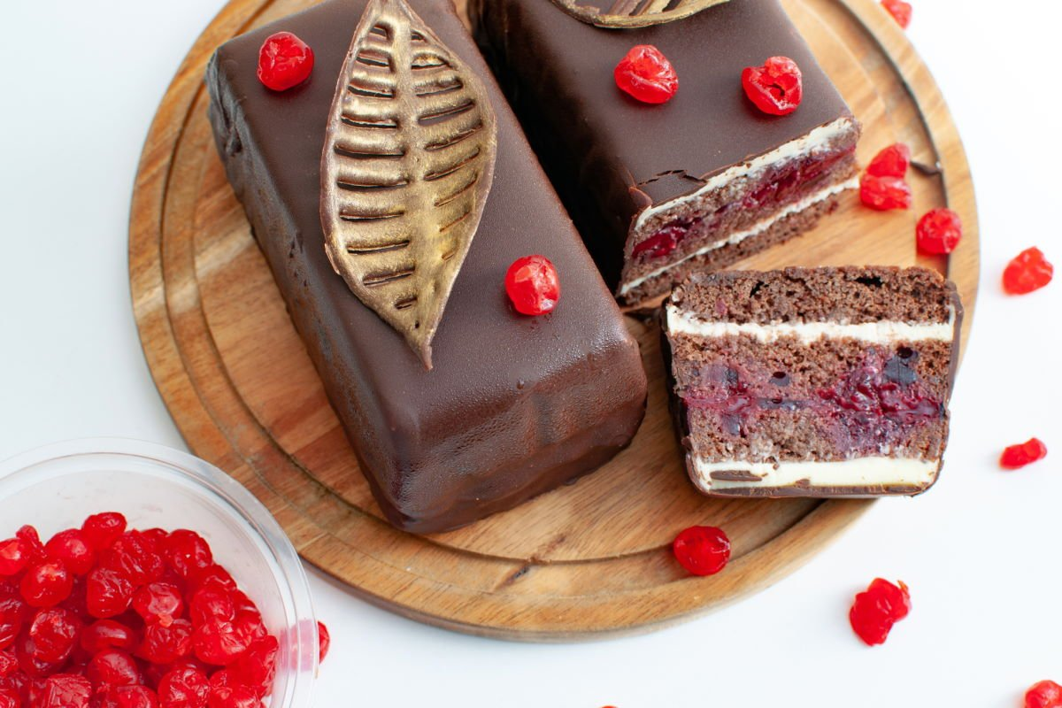 Как сделать шоколадный кекс с вишневым компоте и ганашем