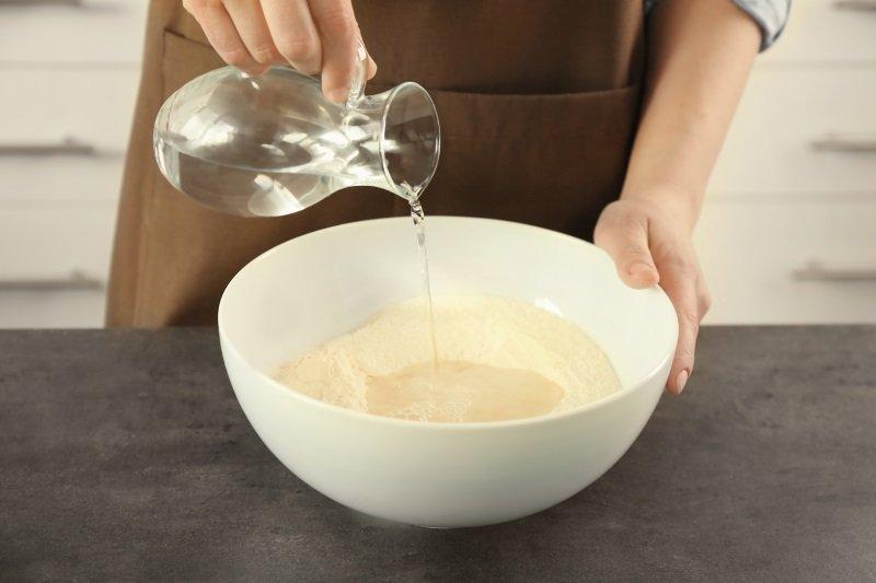 приготовить тесто из сухих дрожжей