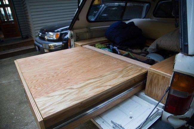ящик в прицепе машины