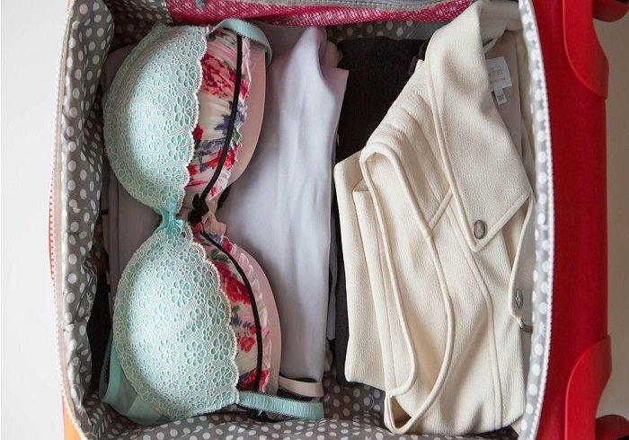 одежда в чемодане