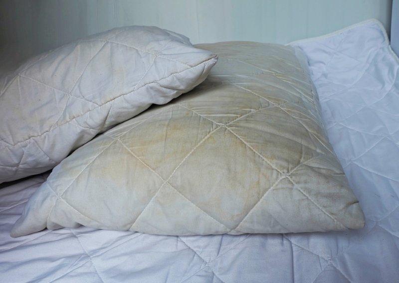Можно ли стирать подушки в стиральной машине (А вы стираете, хозяюшки?)