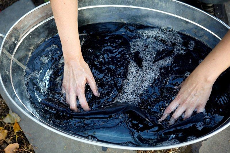как стирать черные вещи без разводов