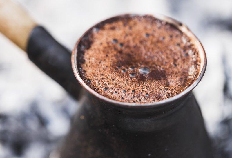 как сварить кофе в турке на песке