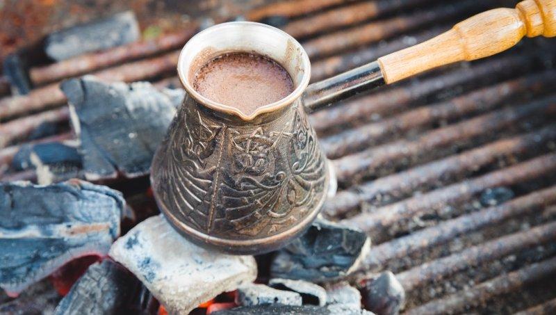 как сварить кофе в большой турке